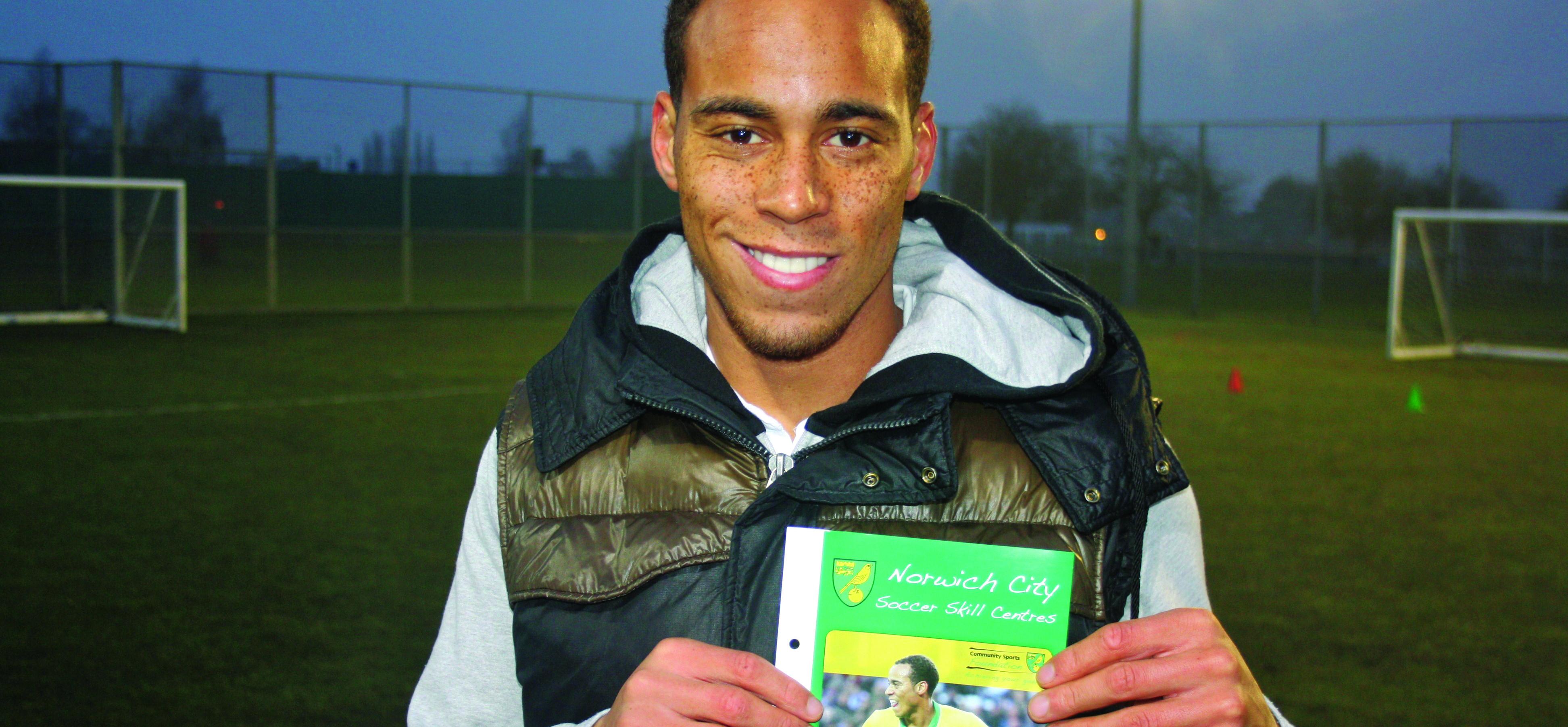 Elliott Bennett Visits Hellesdon FC